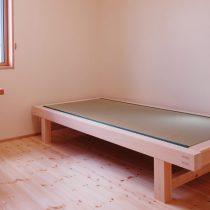 木で枠を組んで畳を敷いて畳ベッドに
