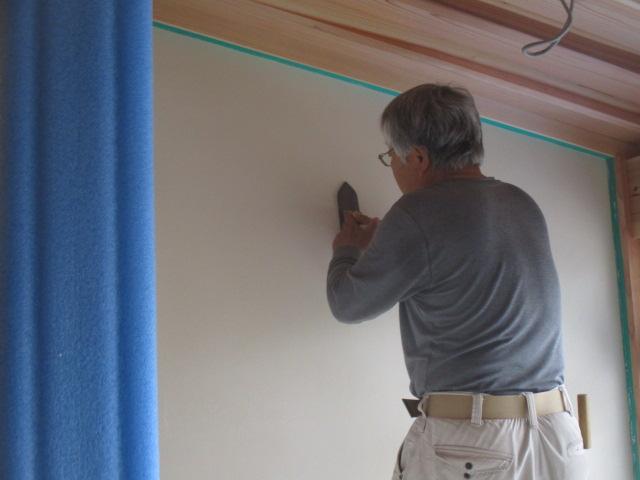 漆喰を塗る職人さん 漆喰の外壁
